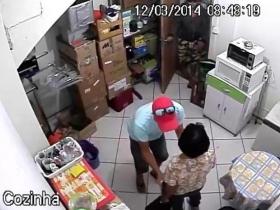 bc5280e90d Assaltantes roubam roupas e calçados de loja em Joinville - Rádio ...